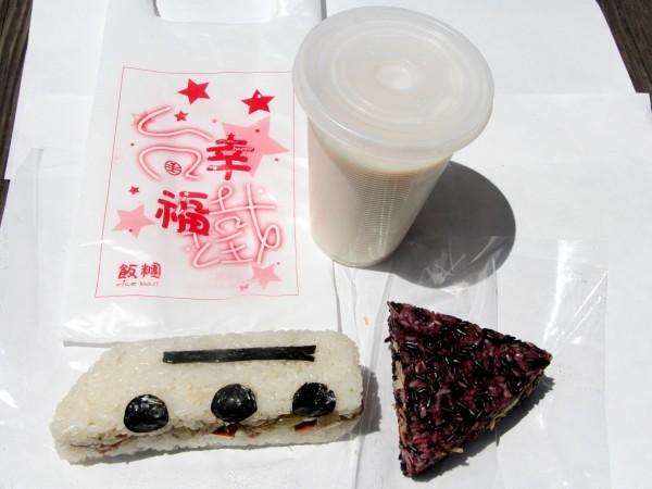台鐵推出「幸福飯糰」,是馬英九總統曾經親手捏過的,在網路上引發熱議。(圖擷自台鐵)
