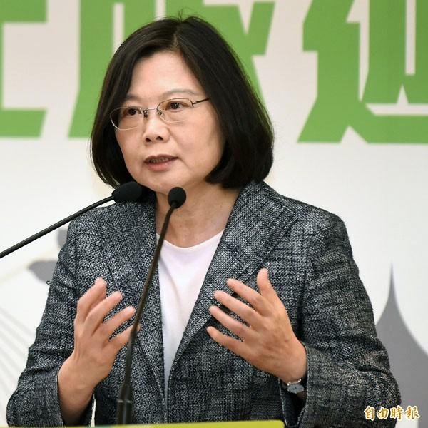 台灣指標民調昨公布最新民調指出,有四十三.六%民眾表態會投給蔡英文。(資料照)