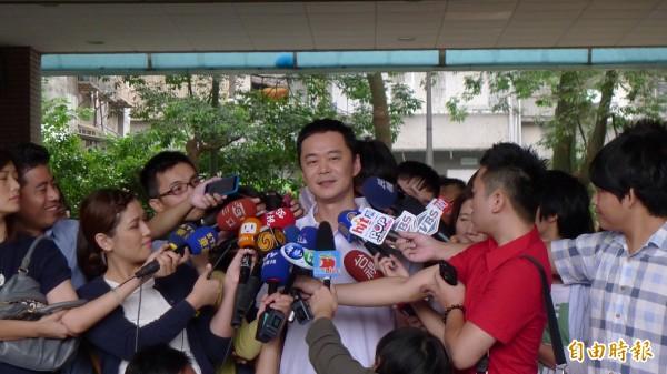 「張承中」 宣布以無黨籍參選信義、南松山立委候選人。(資料照,記者游蓓茹攝)