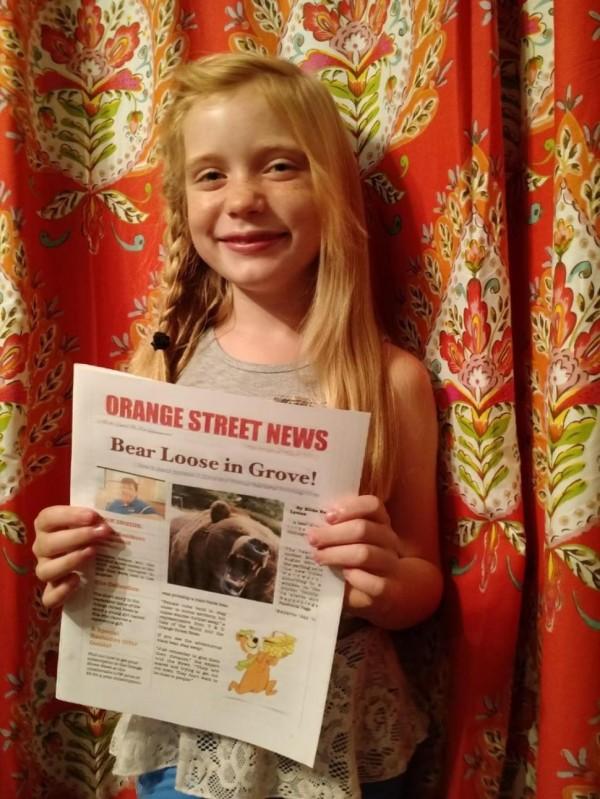 美國8歲女童Hilde Lysiak親自採訪、排搞、印刷、送報,以一人之力創辦自己的報紙《橘街新聞》。(圖截自nydailynews)