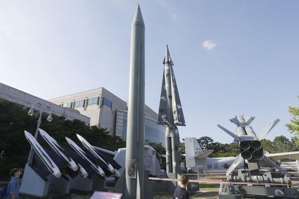 北韓官方媒體十五日聲稱核反應爐已恢復正常運轉。圖為北韓的飛毛腿飛彈模型。(美聯社)