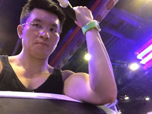 童仲彥臉書貼出他的健身照。(圖截自童仲彥臉書)