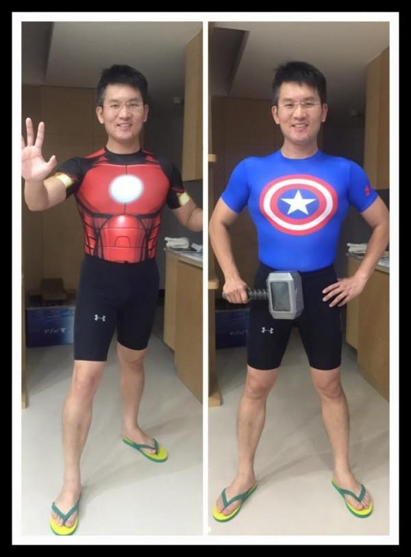 童仲彥更扮成美國隊長與鋼鐵人秀出他精壯的傲人身材。(圖截自童仲彥臉書)
