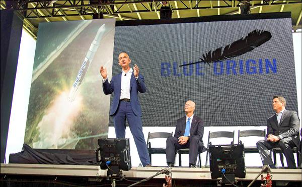 網路零售巨擘「亞馬遜」公司創辦人貝佐斯十五日宣布進軍太空。(路透)