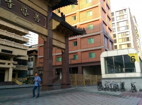 台北市中正區梅花里上千里民連署要求捷運善導寺站改名為「華山站」。(記者葉冠妤攝)