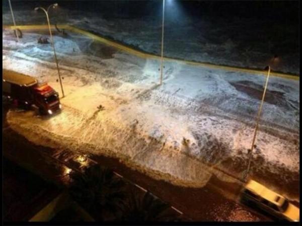 首波海嘯已抵達智利沿海城鎮。(圖取自peru.com)