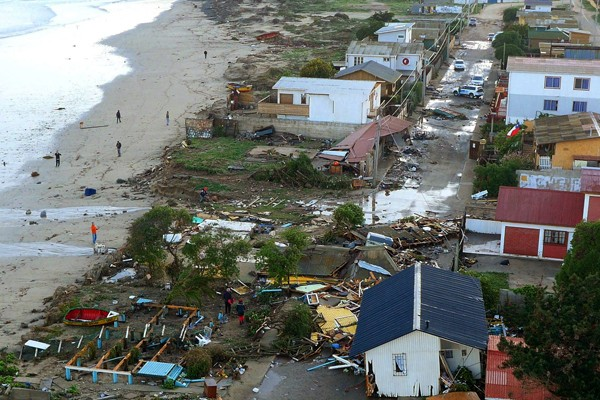 智利當地時間16日晚間7時54分,中部外海發生芮氏規模8.3的淺層地震,超過百萬人撤離。(歐新社)