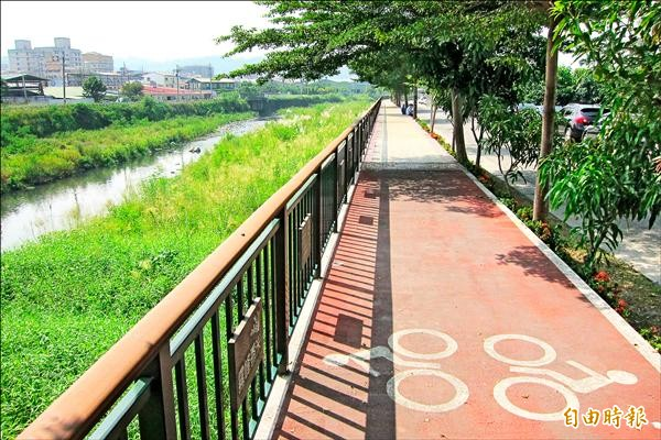 觀光旅遊局將投入一千六百萬元,興建中正橋下游右岸至草湖溪大峰橋左岸路段自行車道。(記者何宗翰攝)