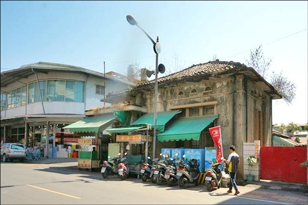 「里港郵便局」創建於1938年,被登錄為歷史建築。(圖由屏東縣政府提供)