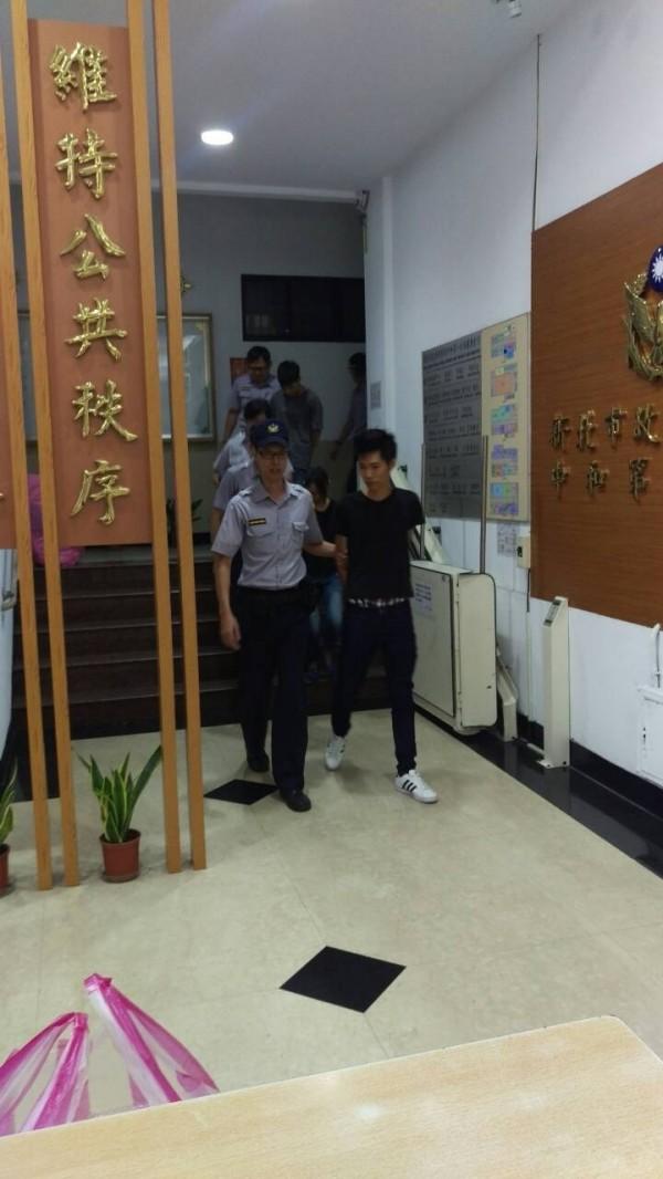 警方依毒品罪嫌將鄭嫌等7人移送法辦。(記者姜翔翻攝)