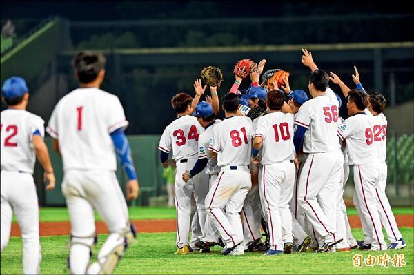 亞洲棒球錦標賽昨天閉幕,台灣隊最後一役將士用命,以三比一力退尋求衛冕的日本隊,連續三屆獲得亞軍。(記者廖耀東攝)