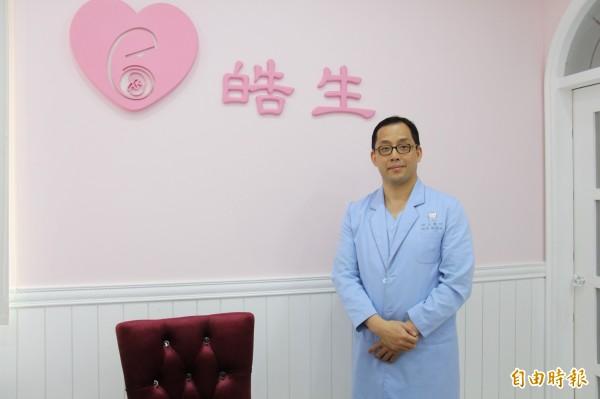 皓生醫生院長蔡宗冀表示是從醫21年,接生過最大的嬰兒。(記者陳冠備攝)