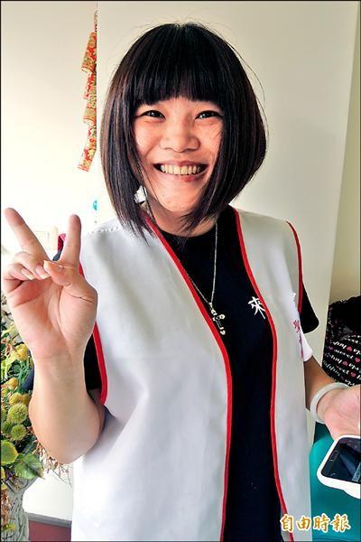 單親媽媽吳小雨促成手工傘義賣活動。(記者張存薇攝)