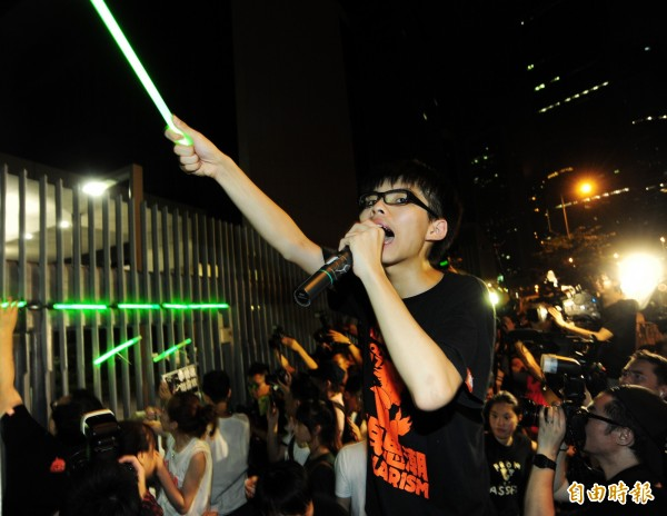 香港雨傘革命即將屆滿一週年,黃之鋒說,他沒有看到任何證據,顯示習近平會在中國推動人權,對於我們這一代,(民主)這條路將會很漫長。」(資料照,記者羅沛德攝)