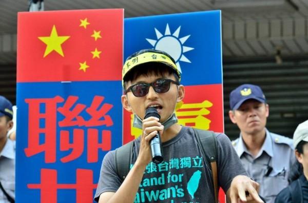 「台灣國」護照貼紙運動共同發起人柯先生,嚴正駁斥外交部的違法指控。(照片由本人授權)