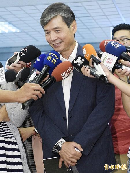 總統府資政金溥聰(見圖)於飛碟電台專訪結束後,接受媒體訪問。(記者陳志曲攝)