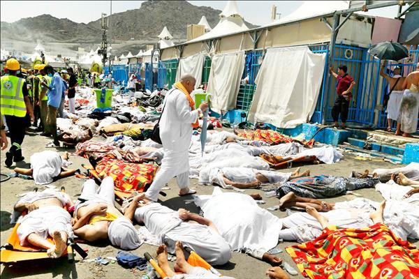 穆斯林年度朝覲活動二十四日發生二十五年來死傷最慘重的踩踏慘劇!大批朝聖者在前往麥加附近米納的賈馬拉橋,進行「擲石拒魔」儀式時,爆發踩踏事故,造成至少七百多人死亡。(美聯社)