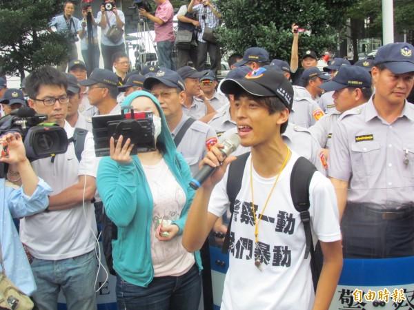 「台獨機關槍」在臉書PO文,表示月初才持「台灣國」護照從日本成田入境關西出境。(資料照,記者薛翰駿攝)