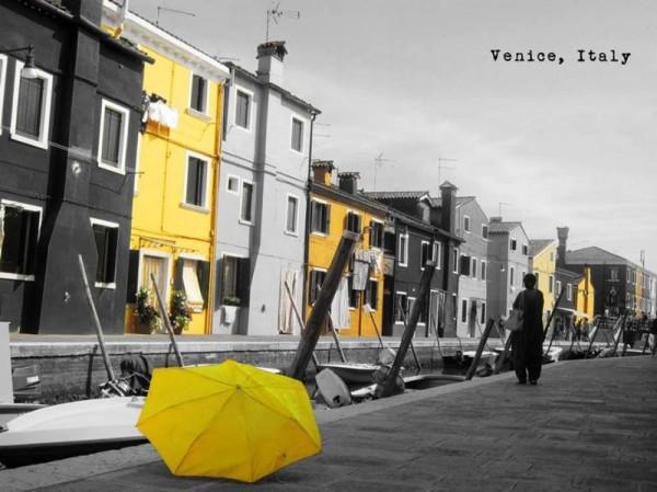 義大利威尼斯。(圖擷自《在世界看見雨傘 The traveling umbrella》臉書專頁)