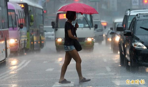 北台灣地區防大雨。(資料照,記者張嘉明攝)
