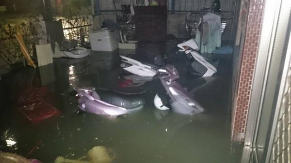 布袋鎮有多處淹水。(圖由布袋鎮民蔡宜霖提供)