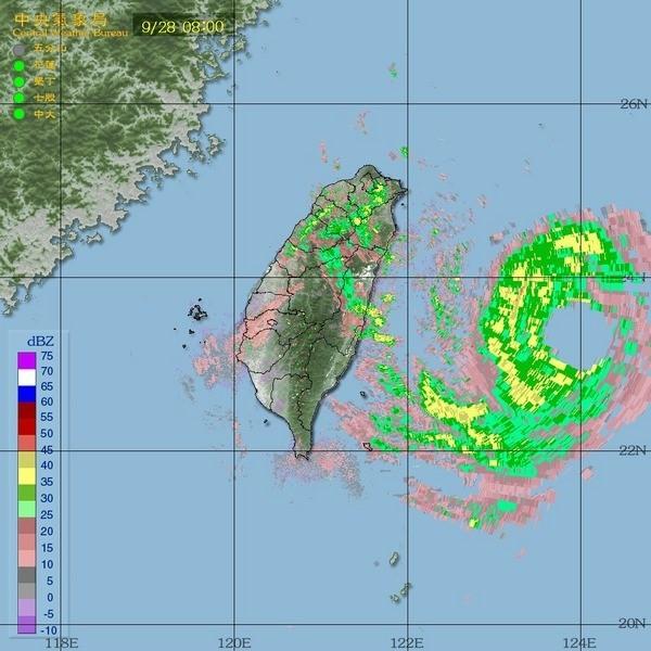 強烈颱風杜鵑襲台。(圖取自氣象局)