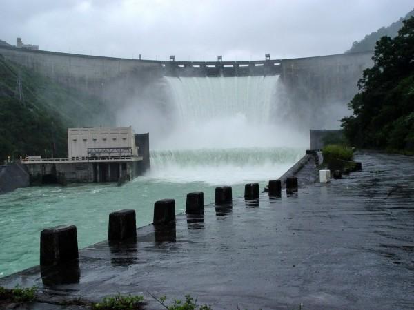翡翠水庫將於下午1點左右調節性放水。(資料照)