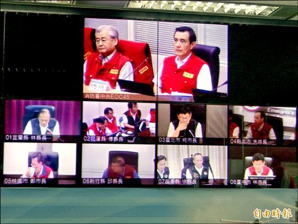 總統馬英九與柯文哲、朱立倫、鄭文燦等8名縣市首長進行視訊會議,嚴防杜鵑不敢大意。(記者徐聖倫攝)