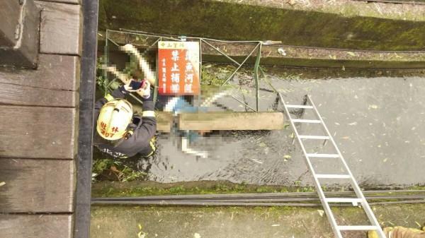 消防人員到場時女子已明顯死亡(記者余衡翻攝)