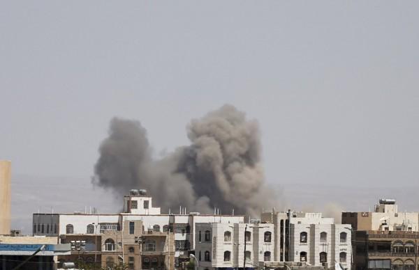 葉門村莊遭到空襲。(路透)