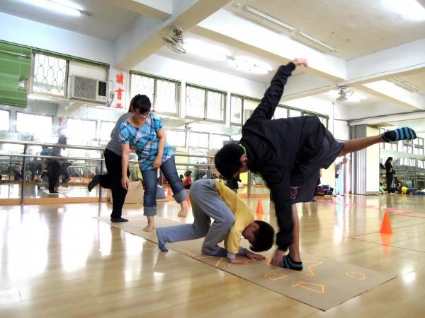 北藝大盼透過藝術創作的活動,引導學生自我挑戰、學習與發展,看到每位學生的獨特性。(台北藝術大學提供)