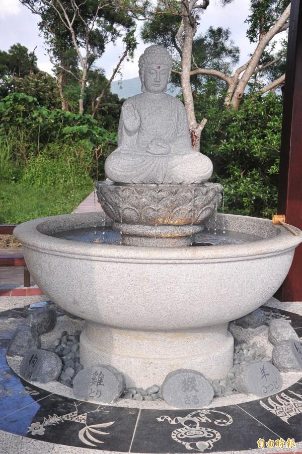溫泉公園導入藥師佛像。(記者蔡宗憲攝)