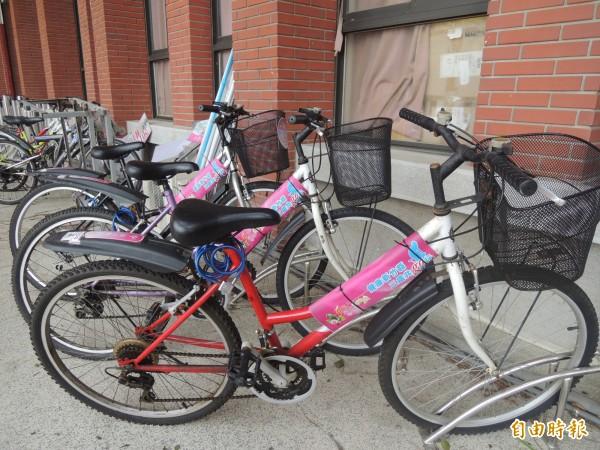 新竹縣政府提供愛心自行車免費供縣民與旅人使用,但開辦3年半來,不但借車率低,且竟有30多輛不知去向。(記者廖雪茹攝)