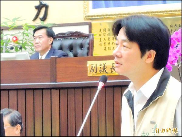 昨日議會第一天市政總質詢,市長賴清德與議長李全教首度正面交鋒。(記者洪瑞琴攝)