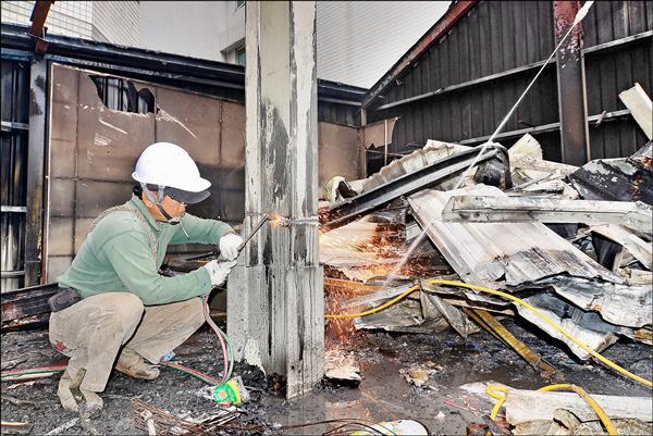 為維護公共安全,台中市明年拆除違建預算將提高至一千萬元。(台中市政府都發局提供)