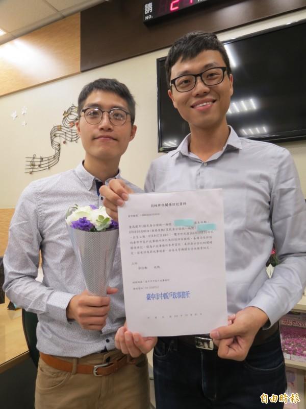 台中市同志人權新頁,26歲同性戀人註記同性伴侶關係。(記者蘇孟娟 攝)