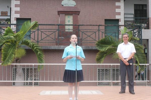 李漢娜與同學分享南非國情與在校就讀感言。(圖由校方提供)