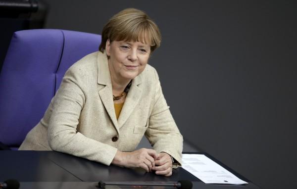 德國總理梅克爾因帶領歐洲國家接納難民,成為和平獎大熱門。(美聯社)