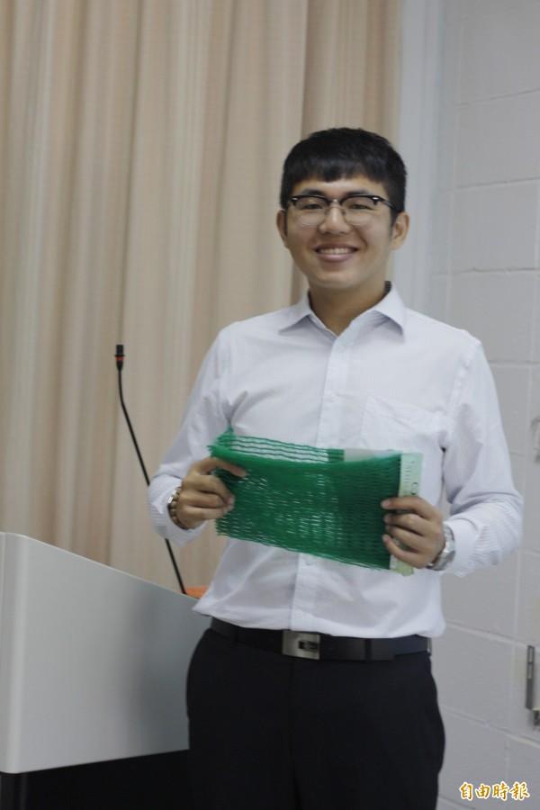 黃木己以「地工防沖蝕毯性能探討」為研究主題,成為台灣第一個榮獲GSI獎學金的得主。(記者邱芷柔攝)
