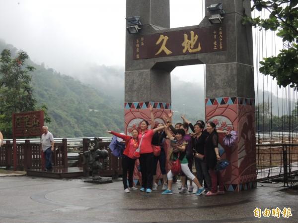 台灣選舉即將到來,傳出中國當局大舉限縮中國遊客來台95%。圖為中國客熱愛的阿里山景點。(資料照,記者余雪蘭攝)