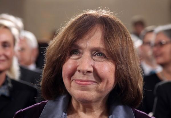 諾貝爾文學獎於台灣時間晚上7點公布,由白俄羅斯作家亞歷塞維奇(Svetlana Alexievich)一人獨得。(法新社)