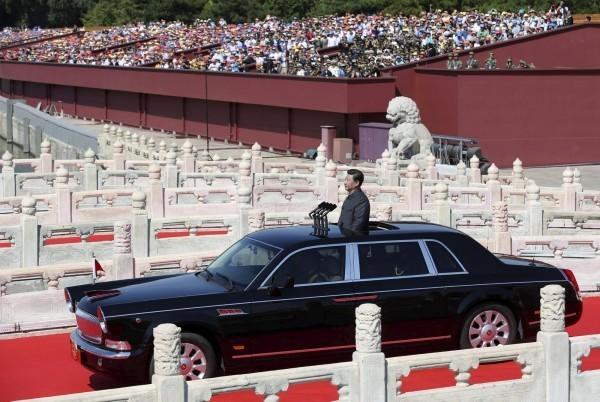 今年93閱兵,中國領導人習近平檢閱軍隊。(路透)