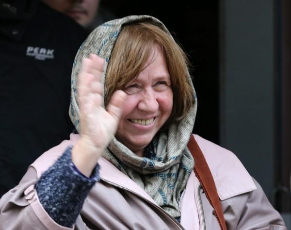 亞歷塞維奇多年來遭到總統魯卡申科打壓,不得不移往其他國家居住。今天她獲獎後,對媒體說:「我最想知道魯卡申科還有什麼話要說?」(歐新社)