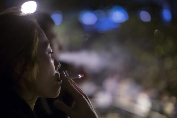 一份研究報告發現,中國年輕男性中,每3人就有1人因為吸菸而早死。<b>☆自由電子報關心您,吸菸有害健康☆</b>。(資料照,歐新社)