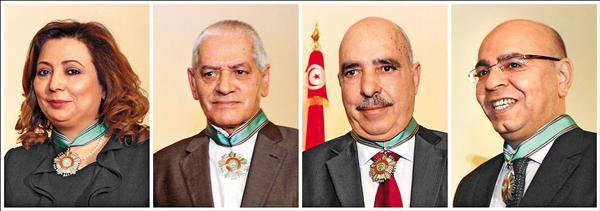 2015年諾貝爾和平獎得主「全國對話四方集團」,是由突國社會四個組織組成,(左起)依序是這四個組織的領導人:突尼西亞工業、貿易及手工業聯盟主席鮑察茂維、突尼西亞總工會主席阿巴希、突尼西亞人權聯盟主席茂沙,與突尼西亞律師公會主席馬哈茂德。(歐新社)