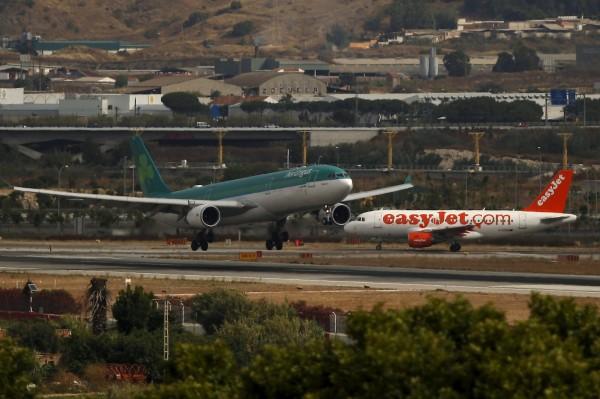 英國易捷航空(easyJet)一架由倫敦飛往希臘客機,由於機長途中忽然昏倒,飛機緊急在義大利迫降。圖中飛機與本新聞無關。(路透資料照)