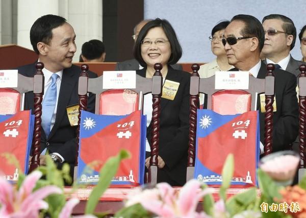 總統大選總統參選人同台的難得畫面首度出現。(記者陳志曲攝)