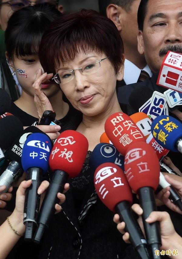 洪秀柱接受媒體採訪,回答她面對換柱風波的立場,就是要求一切按照制度來執行。(記者簡榮豐攝)