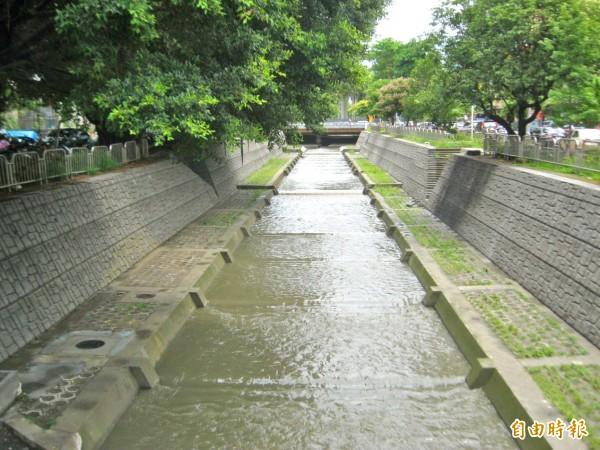 柳川完成整治,市府將營造周邊親水河岸,改造都市景觀,重新塑造柳川新形象。(記者黃鐘山攝)