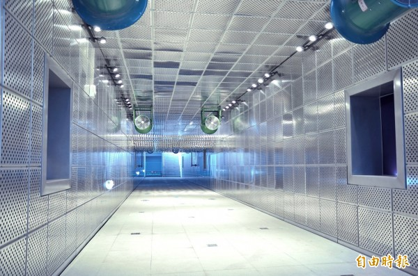 中華水質淨化場的觀賞廊道,可作為生態教學教室,讓學生瞭解水質淨化過程。(記者黃鐘山攝)